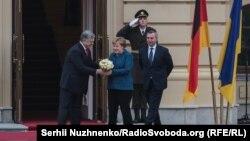 Президент України Петро Порошенко та канцлер Німеччини Ангела Меркель зустрічаються в Києві 1 листопада 2018 року