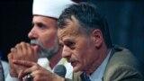 Мустафа Джемилев получил уважение крымских татар и статус национального лидера благодаря несгибаемой позиции в борьбе за права своего народа.<br /> <br /> На фото: Джемилев на митинге памяти жертв депортации. Крым, 18 мая 1999 года.