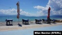 Prazna jedna od plaža u Grčkoj 2020. godine