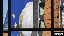 Один из баннеров о судьбе евро к саммиту Евросоюза