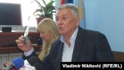 Fotografije o kojima Lončar govori u javnost je u dva maha izneo Velimir Ilić