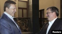 Украина президенті Виктор Янукович пен Польша президенті Бронислав Коморовски. Ялта, 30 қыркүйек 2010 жыл.