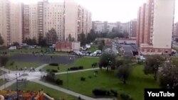 Санкт-Петербургтегі қауіпсіздік қызметі қоршауға алған тұрғын үй. Ресей, 17 тамыз 2016 жыл.