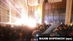 Protesters Storm Ukrainian House