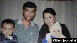 Аброр Хидиров с членами семьи.