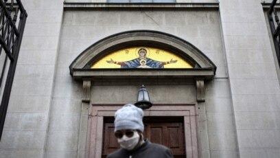 Vernik izlazi iz crkve, Beograd, 22. mart