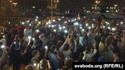 Բելառուս - Հանրահավաքի մասնակիցներն աղոթում են երկրում բողոքի ակցիաների ընթացքում զոհվածների համար, Մինսկ, 5-ը սեպտեմբերի, 2020թ.