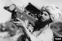Моджахед стреляет из переносной ракеты «Стингер»