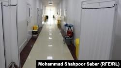 В больнице для больных коронавирусом в афганской провинции Герат.