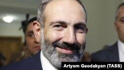 Никол Пашинян во время голосования по избранию нового премьер-министра Армении. Ереван, 8 мая 2018 года