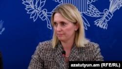 ԱՄՆ փոխպետքարտուղարի տեղակալ Բրիջիթ Բրինքը մամլո ասուլիսի ժամանակ, Երևան, 18-ը նոյեմբերի, 2015թ․