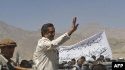Наиболее серьезную конкуренцию Хамиду Карзаю составляет Абдулло Абдулло, соратник Ахмадшаха Масуда