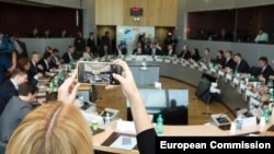 Rusiya və Ukrayna Brüsseldə Avropa İttifaqının vasitəçiliyi ilə Rusiya qazının Avropaya nəqlinə dair danışıqların üçüncü dövrəsində görüşüblər