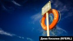 Путин и путь на пляж через храм: чем живет Феодосия (фотогалерея)