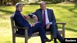 АКШ дәүләт секретаре Джон Керри (c), Русия тышкы эшләр министры Сергей Лавров