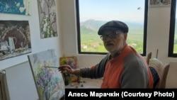 Аляксей Марачкін за працай у арт-рэзыдэнцыі