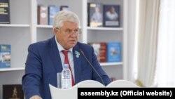Депутат и вице-спикер мажилиса парламента Владимир Божко выступает на собрании Ассамблеи народа Казахстана. Нур-Султан, 3 сентября 2019 года.