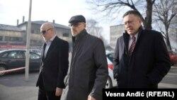 Predrag Bubalo (u sredini) ispred suda u Beogradu