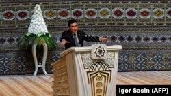 Türkmenistanyň prezidenti Gurbanguly Berdimuhamedow, Aşgabat, 9-njy oktýabr, 2017.