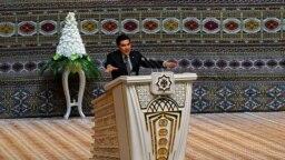 Türkmenistanyň prezidenti Gurbanguly Berdimuhamedow Ýaşulylar Maslahatyna gatnaşyjylara ýüzlenýär. 9-njy oktýabr, 2017-nji ýyl, Aşgabat