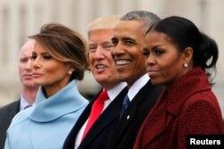 Президент США Дональд Трамп і перша леді Меланія Трамп разом із екс-президентом США Бараком Обамою та його дружиною Мішель Обамою, 20 січня 2017 року