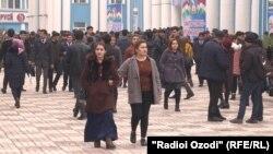 Тысячи студентов из Узбекистана, обучающихся в университете в Душанбе, откликнулись на призыв правительства продолжить учебу на родине. 11 февраля 2020 года.