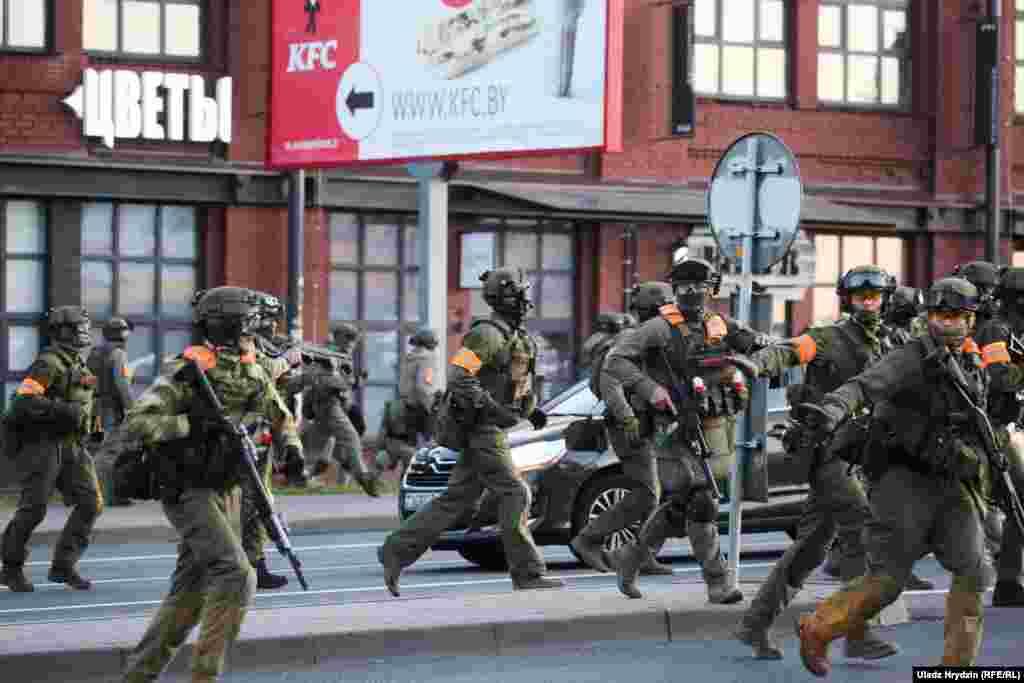 Forțele din trupele speciale au acționat agresiv în Minsk.