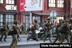Augusztus 10-én már fegyveresek kezdték el lőni a békés tüntetőket a Kalvariszkaja (Kálvária) útnál.