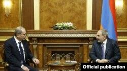 Լուսանկարը վարչապետի աշխատակազմի