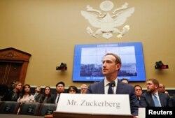 Генеральний директор і засновник Facebook Марк Цукерберг свідчить перед Комітетом Сенату США. Вашингтон, 11 квітня 2018 року