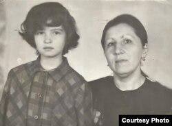 Полина Жеребцова с мамой. Фото 1994 года