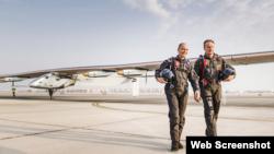 Швейцарські пілоти Андре Боршберг і Бертран Пікар з «Solar Impulse 2»
