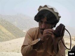 Un șef de trib afgan, la granița dintre Afganistan și Pakistan, iunie 2014