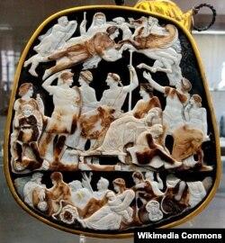 Fransanın Böyük Kameyası. Qiymətli daşlardan yaradılıb. Milad tarixi ilə 1-ci əsr