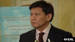 Ермухамет Ертысбаев, советник президента Казахстана по политическим вопросам, отвечает на вопросы журналистов.