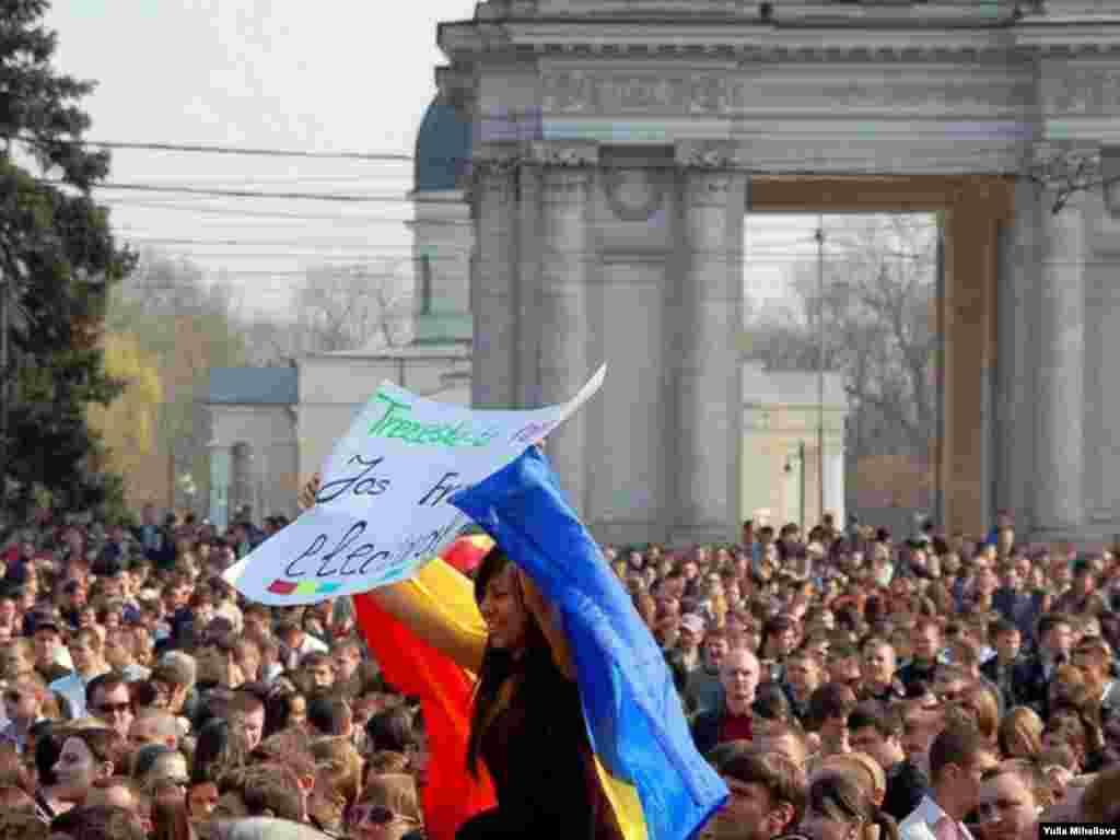 Moldova – Anti-government protests downtown Chisinau, 07Apr2009
