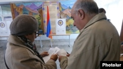 Armenia - Voters prepare to cast ballots at a polling station in Yerevan, 2Apr2017.