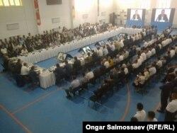 Үкімет жанынан құрылған жер комиссиясы жиынына қатысушылар. Қызылорда облысы, 2 шілде 2016 жыл.