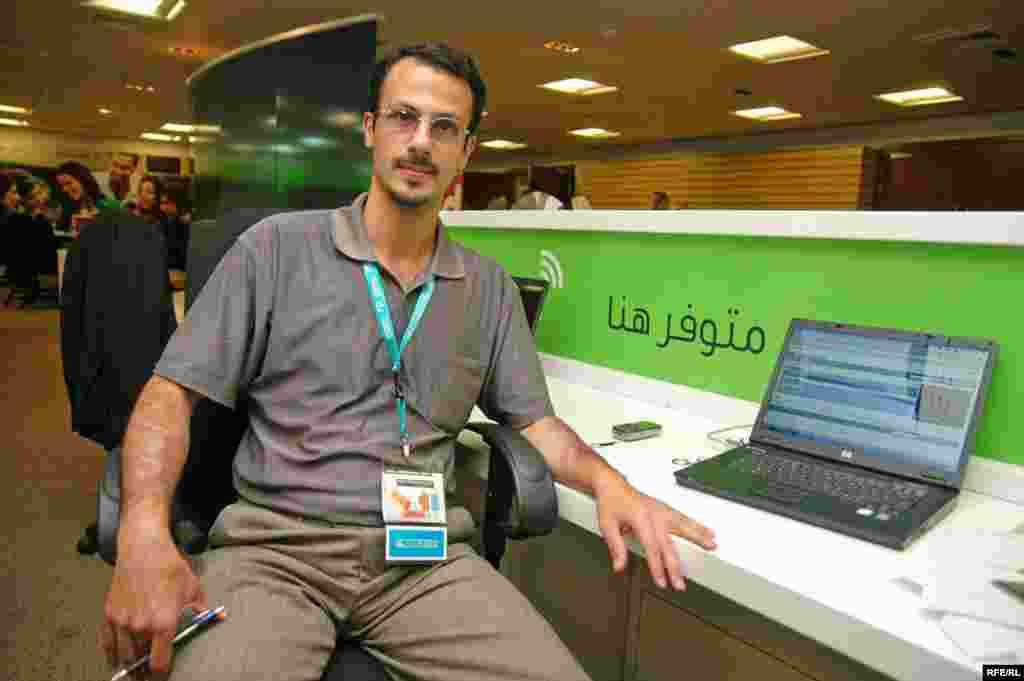 یک ایرانی که ناچار شده با مدارک اماراتی در نمایشگاه حاضر شود