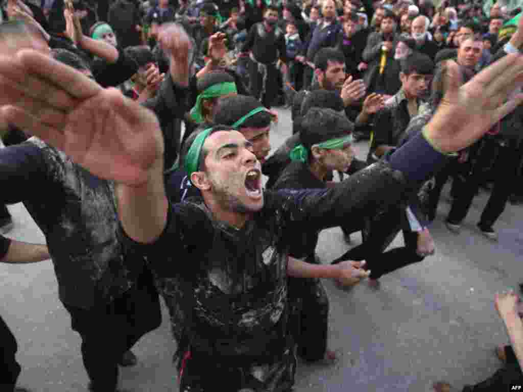 Irak - Šiiti u Karbali, 120 km južno od Bagdada, proslavljaju religiozni praznik, 24.01.2011. Foto: AFP / Mohammed Sawaf