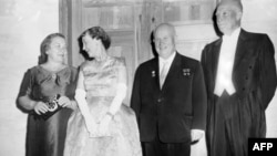 Президенты СССР и США Хрущев и Эйзенхауэр с супругами в Вашингтоне (1959 год)