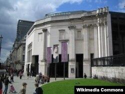 Londondakı Milli Qalereyanın Sainsbary hissəsi, memarlar: Robert Venturi və Denise Scott Brown