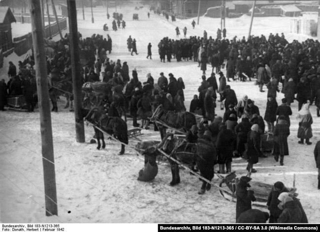 Февраль 1942 года, ярмарка в Минске