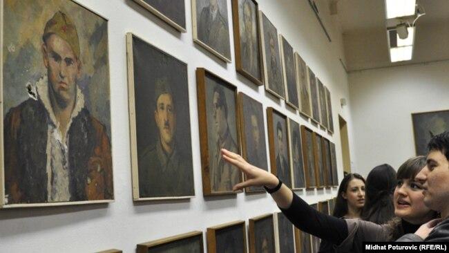 Sa izložbe u Umjetničkoj galeriji BiH, Sarajevo, arhivska fotografija
