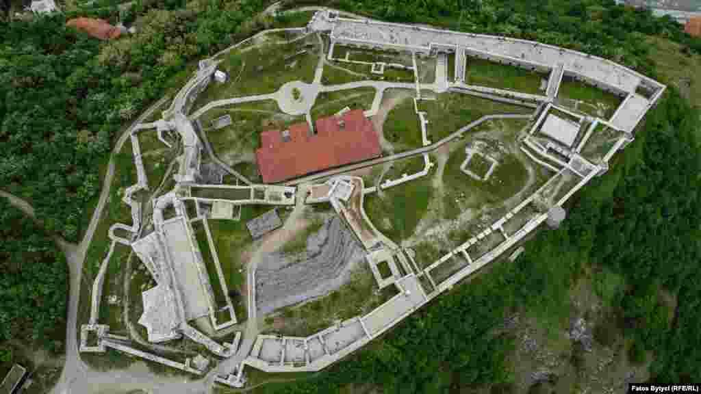 Pamje nga lart e Kalasë së Prizrenit.