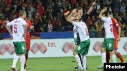 Մրցավարը կարմիր քարտ է ցույց տալիս բուլղարացի ֆուտբոլիստին, 11-ը հոկտեմբերի, 2013