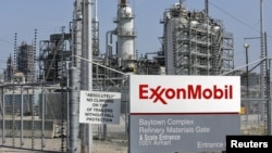 مصفى للنفط تابع لشركة إكسون موبل في بَيتاون بولاية تكساس الأميركية