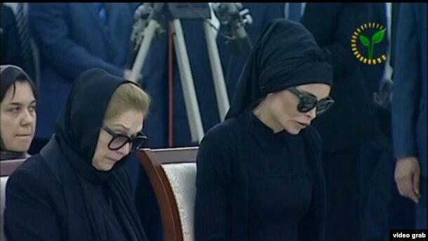 Лола Тилляева-Каримова вместе с матерью