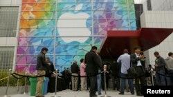 Сан-Францискодагы Apple кибетендә чират тезелде