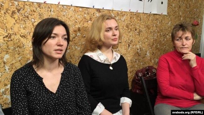 Журналісткі Вольга Чайчыц, Кацярына Бахвалава і Галіна Абакунчык (зьлева направа)